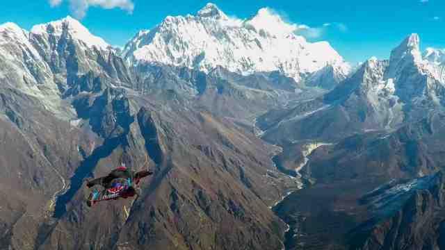 世界首位!华裔女生飞越喜马拉雅