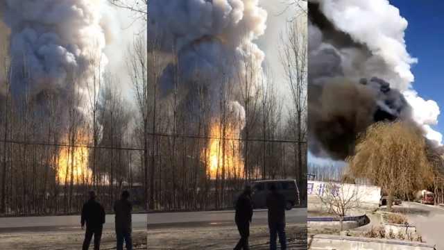 石家庄一建材厂失火,浓烟数里可见
