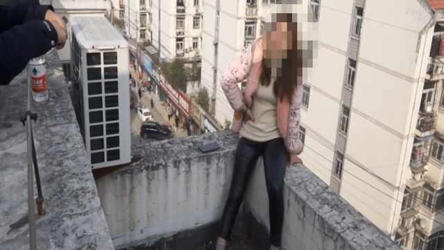 孕妇称遭家暴欲跳楼,消防飞身抱回