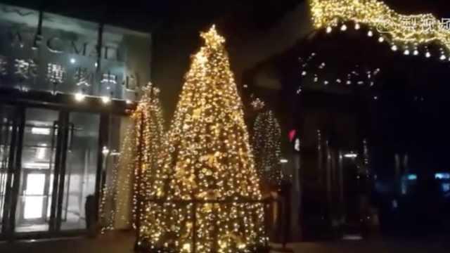 晚安,重庆|橱窗外摆满漂亮的圣诞树