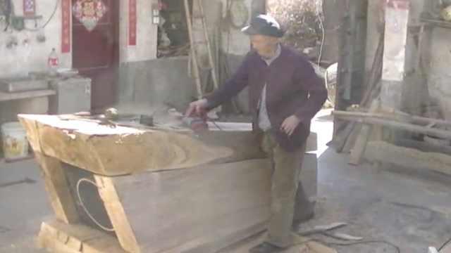 7旬夫妻深山守棺材铺,为自己备棺材