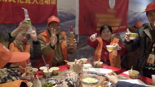 舌尖上的新年!60残疾人免费吃火锅