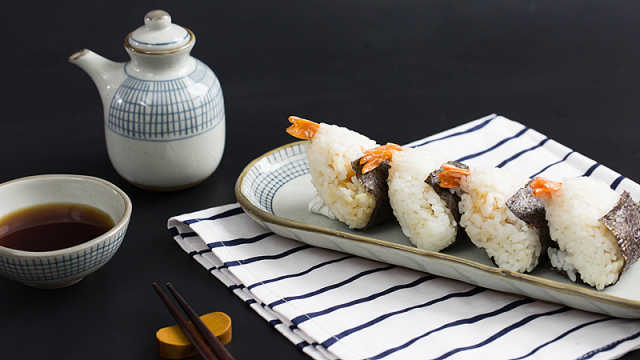 便当带什么?鲜虾饭团吃完超满足!