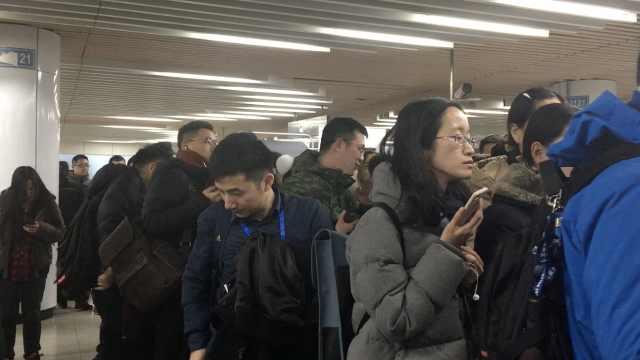 备好公交卡!上海地铁扫码口有点堵