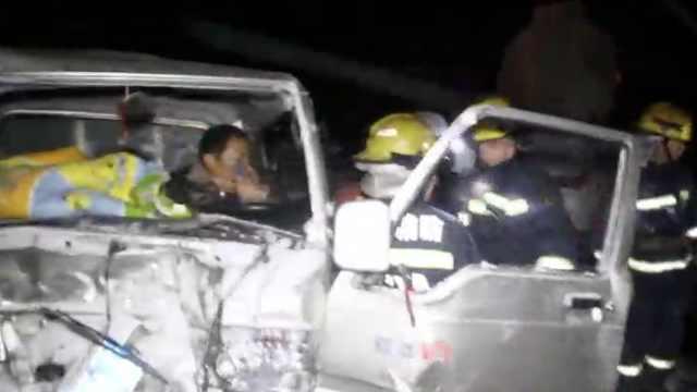 安徽暴雪路面打滑,6车追尾致1死8伤