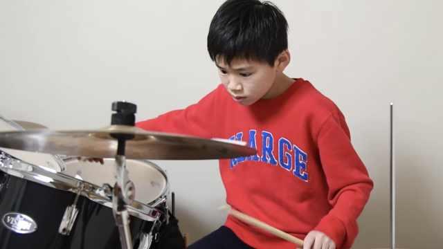 11岁全盲鼓手,想用音乐传递勇气