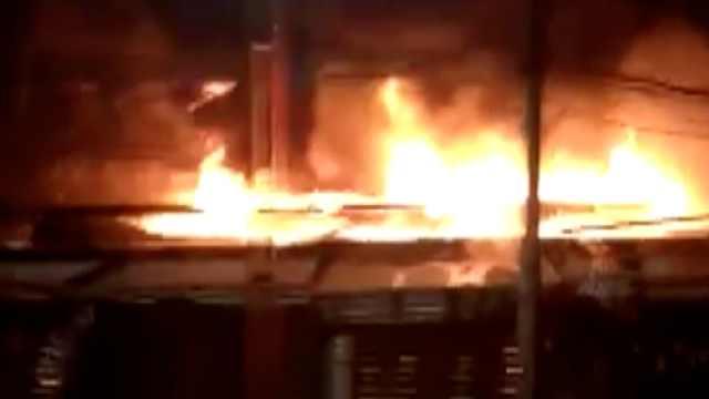 看四川|凌晨六点居民楼突发大火