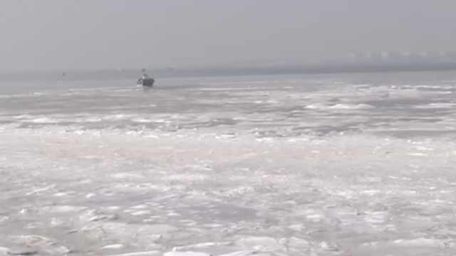 冰冻星球!胶州湾海冰绵延二三百米