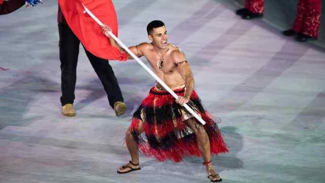 冬奥会!他们穿短裤、裸上身入场!