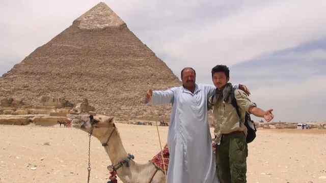 埃及金字塔下遭遇各色生意人