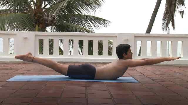 印度古式瑜伽教学:蝗虫式