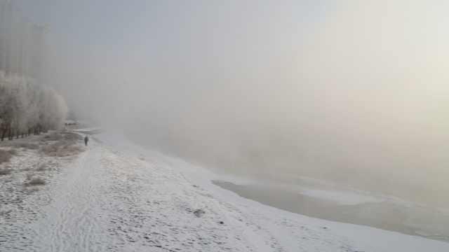 松花江畔美爆了!云蒸雾绕,雾凇迷人