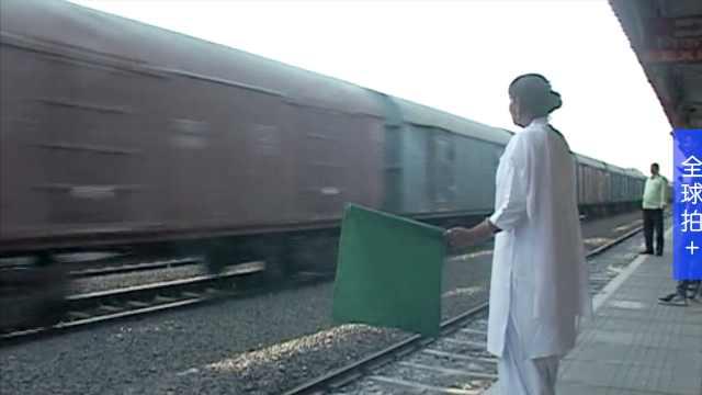 不输男人,这个印度车站全由女人管