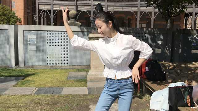 清纯!候考期间小姐姐大秀民族舞