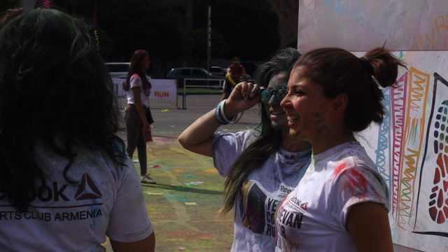 亚美尼亚好漂亮,还遇上了彩色跑
