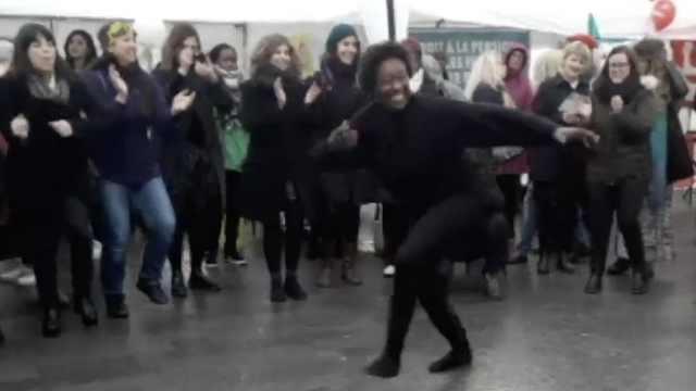 妇女节,比利时大妈上街跳舞跳皮筋