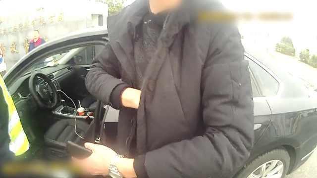 男子酒驾被扣证,无证开车再被查