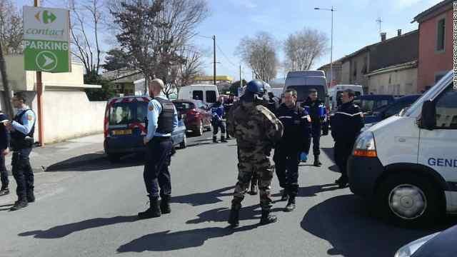 法国一超市发生劫持事件致2人死