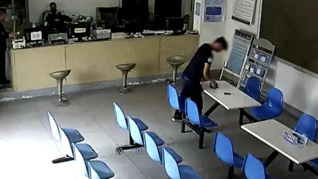 胆肥!警局见无主手机,他竟直接顺走