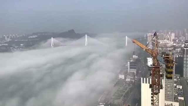 大雾锁长江, 风景美如画