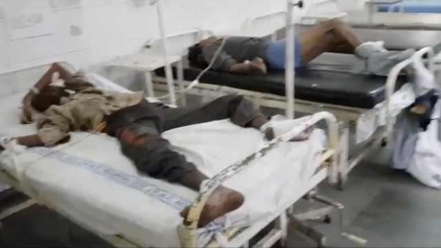 印度一医院竟把伤者绑在病床上