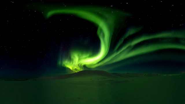 延时摄影|阿拉斯加极光像绿色的龙