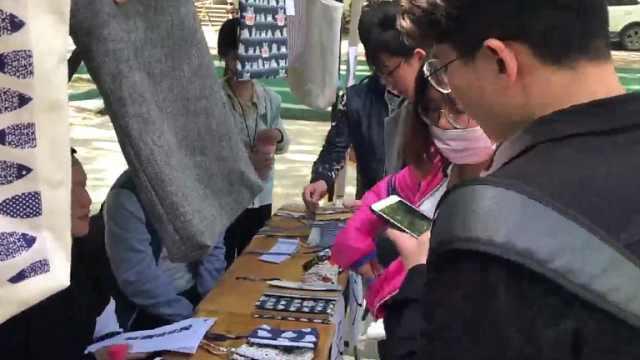 大学生爱心义卖包包,捐助残障人士