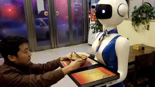 他开面馆雇4个机器人,称生意好3倍