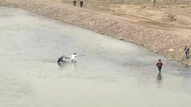 女子落入松花江,游泳教练下水救人