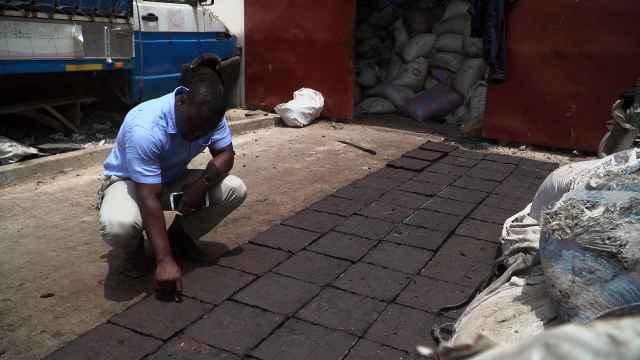 年产2万吨垃圾咋办?加纳用来铺马路