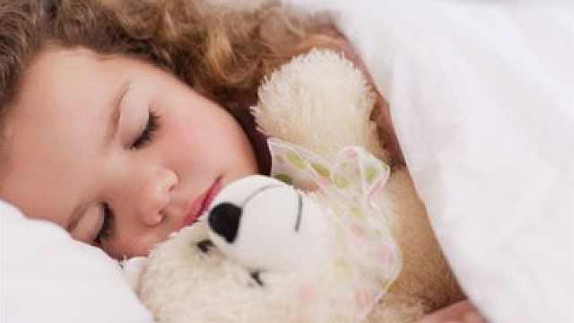 宝宝依赖爸妈不肯分床睡?