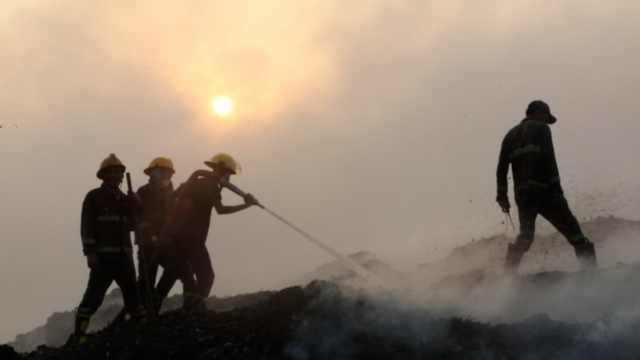 缅甸垃圾场大火,连烧六日还没扑灭