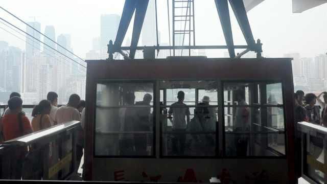 重庆索道爆满,游客早上7点半排队