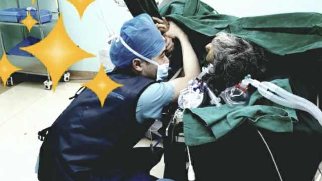 这张95后男护士的照片,暖哭很多人