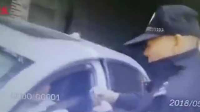 """司机冲撞执法人员:""""堵我肯定撞"""""""