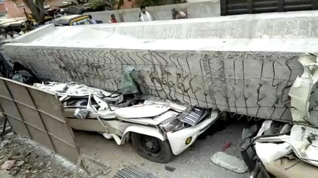 印度在建天桥垮塌,砸中车人致18死