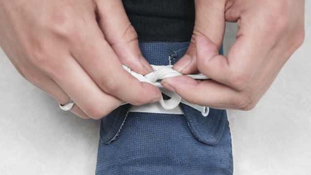 系鞋带时加一步骤,鞋带不再滑开
