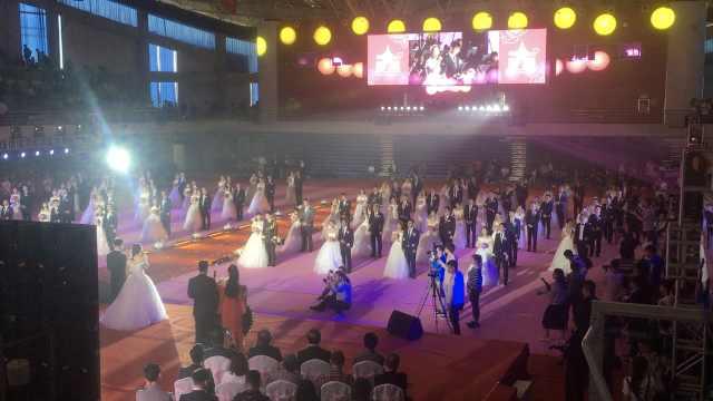 大学办集体婚礼,63对校友回校结婚