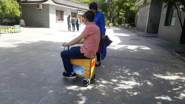 大叔发明电动行李车,大妈:买菜方便