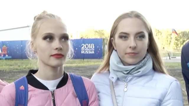 探访乌拉圭队训练,俄美女球迷围观