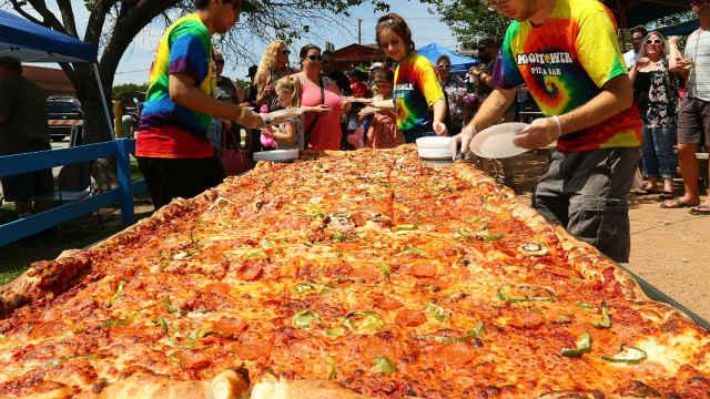 吉尼斯纪录:世界最大可买披萨出炉