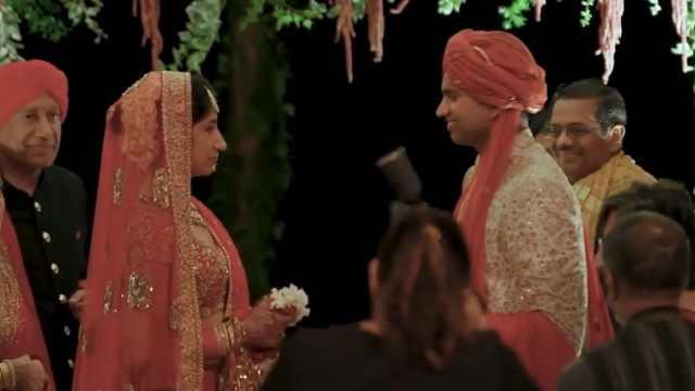 印度情侣举办传统婚礼:太有意思!