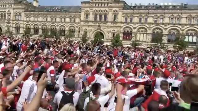 人山人海!波兰球迷提前占领莫斯科