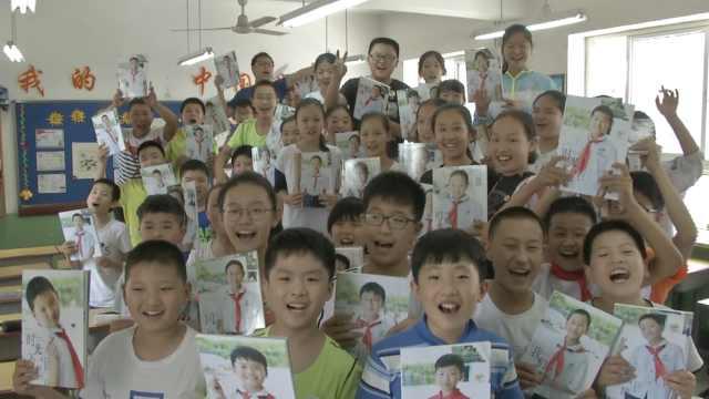 老师6年拍万张照片,赠学生成长相册