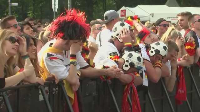 德国球迷赛后痛哭:糟糕的一场比赛