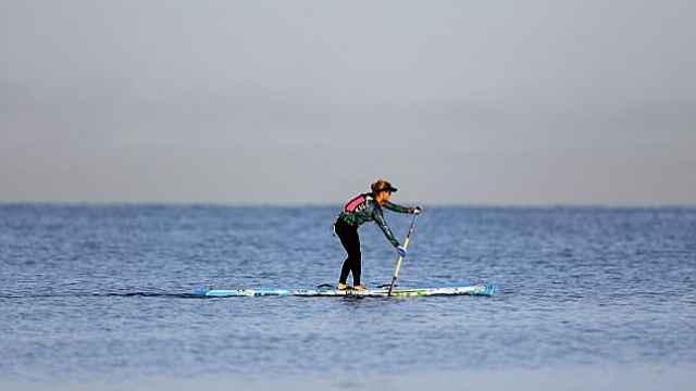 立桨冲浪28小时,她从古巴划到美国