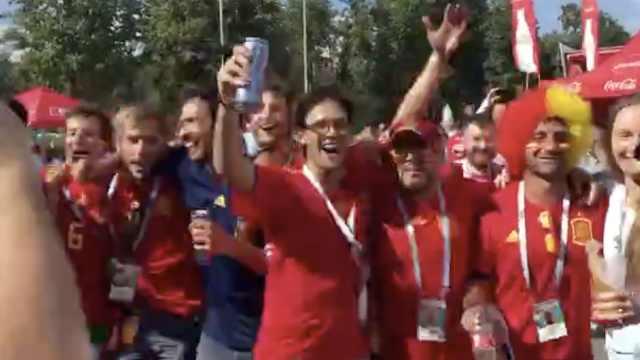 超级粉丝助阵!西班牙球迷嗨到顶点