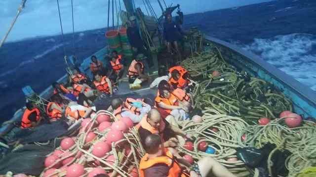 现场志愿者:泰沉船失踪人数或下降