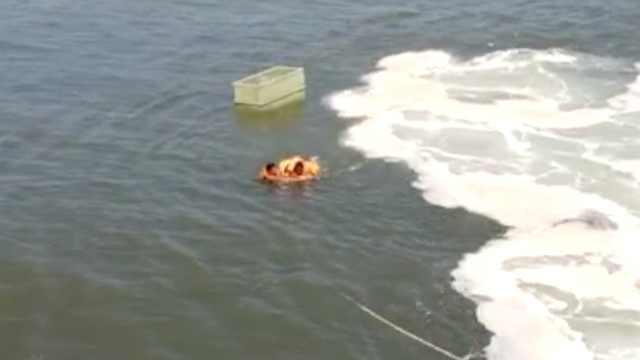 渔船漏水,2男抱水桶海上漂流8小时