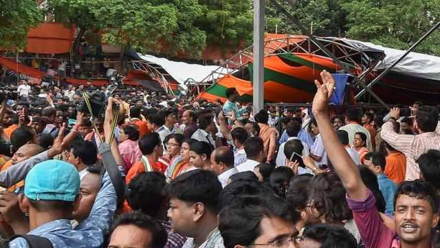 印度总理莫迪演讲棚塌了:22人受伤